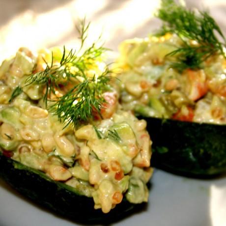 Салат с красной икрой и авакадо